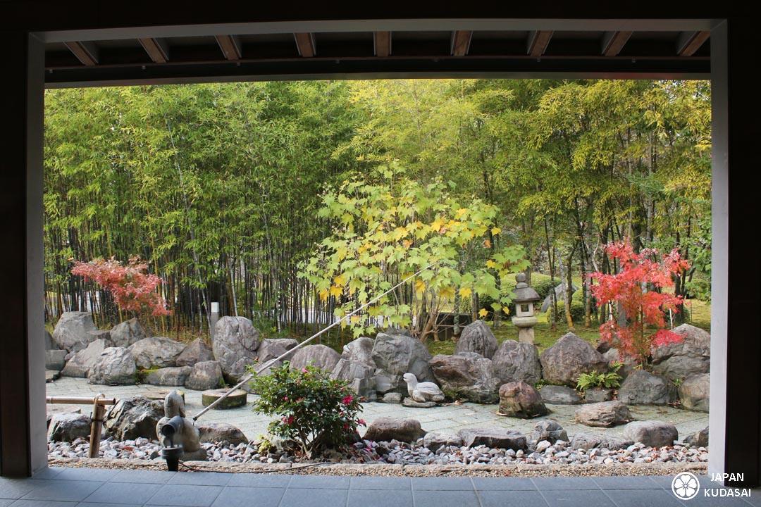 Japan kudasai vous fait découvrir le restaurant shokado kitcho à yamata proche de kyoto, inventeur du célèbre bento de laque rouge contenant de la cuisine japonaise kaiseki
