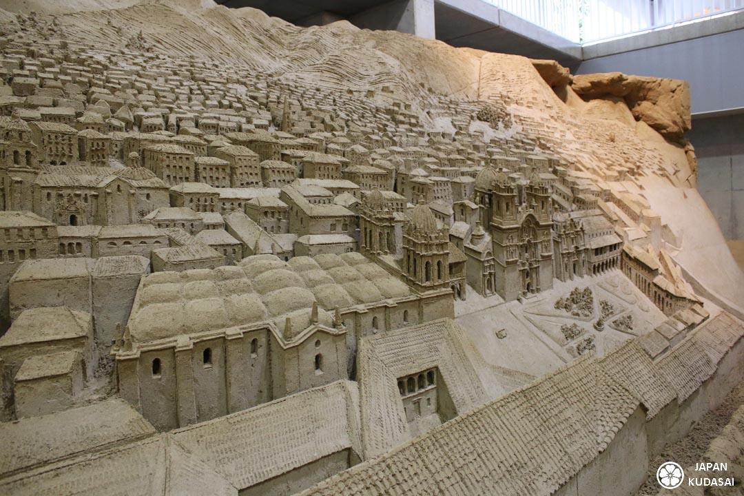 Le musée du sable de Tottori vaut le détour à lui seul. C'est une visite atypique et très originale pour un voyage au Japon avec des enfants. Japan kudasai, blog voyage Japon.